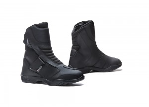 Botas de cuero Forma Touring Impermeable Rival Negro